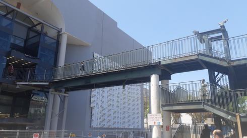 פירוק הגשר בכניסה הצפונית לקניון סירקין