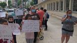 ההפגנת ההורים מול העירייה