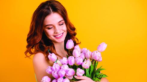 קיבלה פרחים מזר