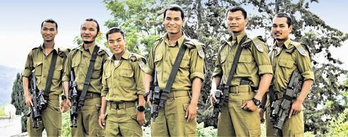 ששת החיילים משבט בני המנשה שהתגייסו לגבעתי. צילום: נחום סגל
