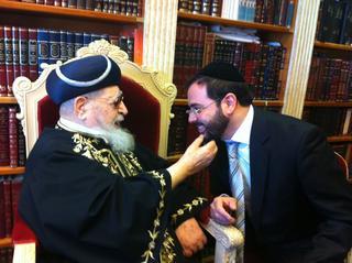 הרב עובדיה יוסף ואוריאל בוסו. צילום: באדיבות בוסו