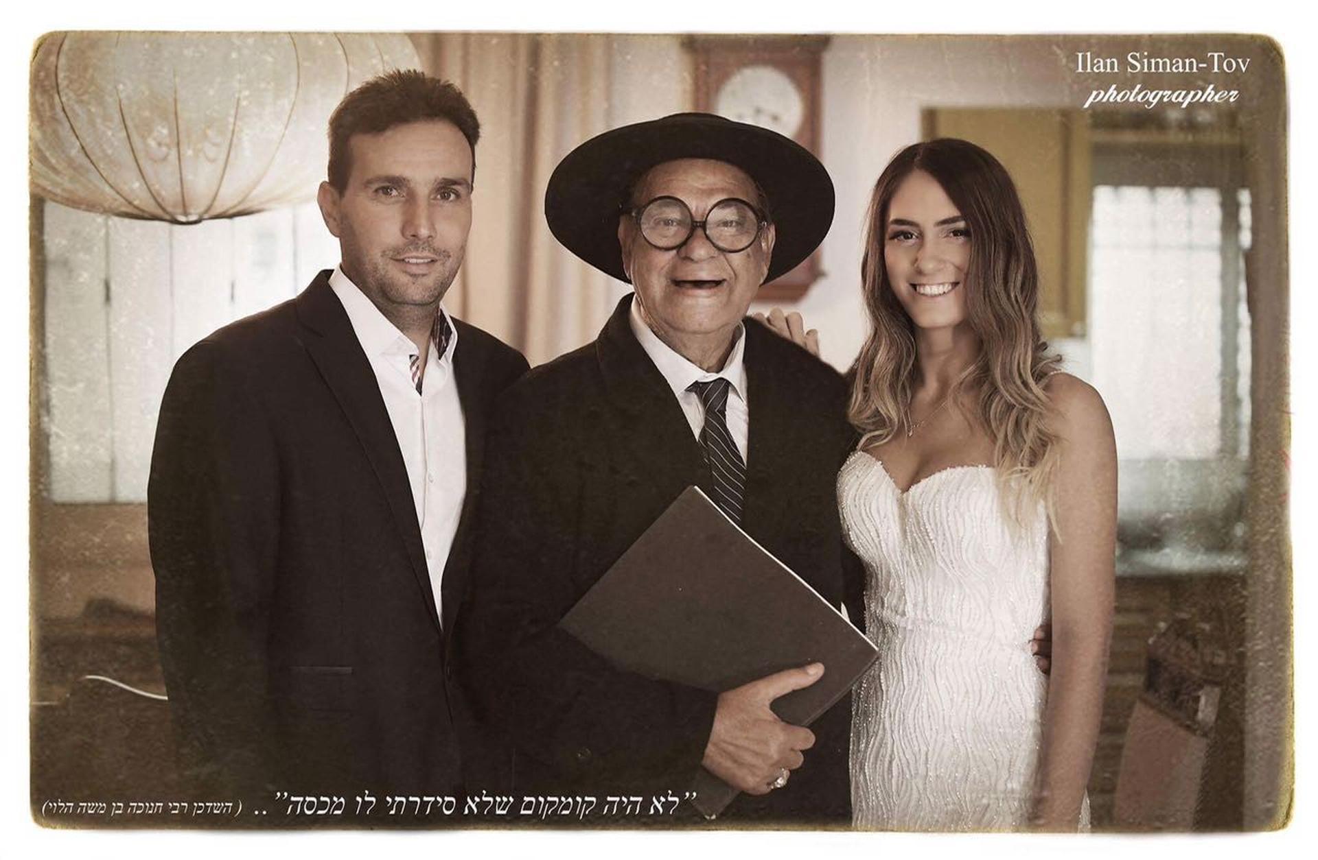 ההזמנה לחתונת הזוג. צילום: אילן שם טוב