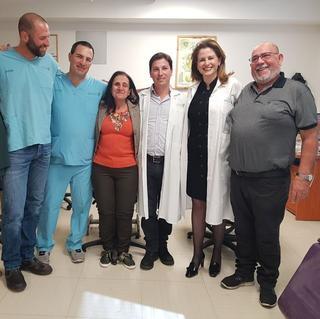 ציפי בללי (במרכז) עם הצוות הרפואי. צילום: בית החולים בילינסון