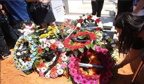"""קברו הטרי של גברי לוי ז""""ל. צילום: אורן אהרוני"""