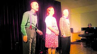 מושונוב וחבריו על הבמה
