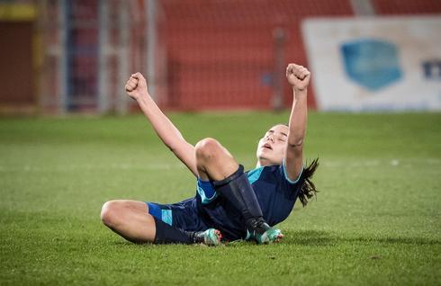 רוני לוי חוגגת בהתרגשות גדולה את השער השני של הפועל. צילום: ההתאחדות לכדורגל