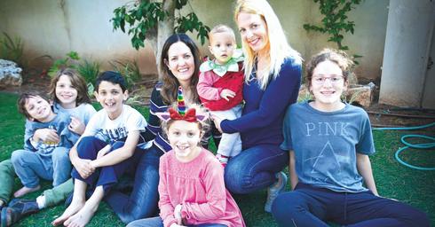 """""""מדהים שהוא עוד מדבר לילדים"""". בנותיו ונכדיו של ריבלין, צילום: אבי מועלם"""