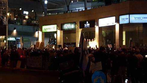 ההפגנה בפתח תקוה   צילום: דויד ויצמן