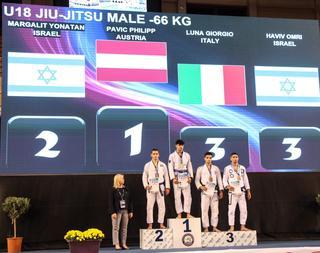 """יונתן מרגלית (מקום 2) על דוכן המנצחים באליפות אירופה. צילום: באדיבות התאחדות איל""""ת"""